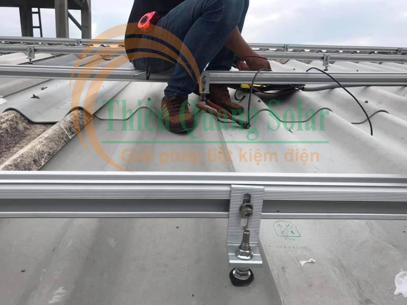 Hướng dẫn lắp đặt pin mặt trời trên mái tôn sóng tròn